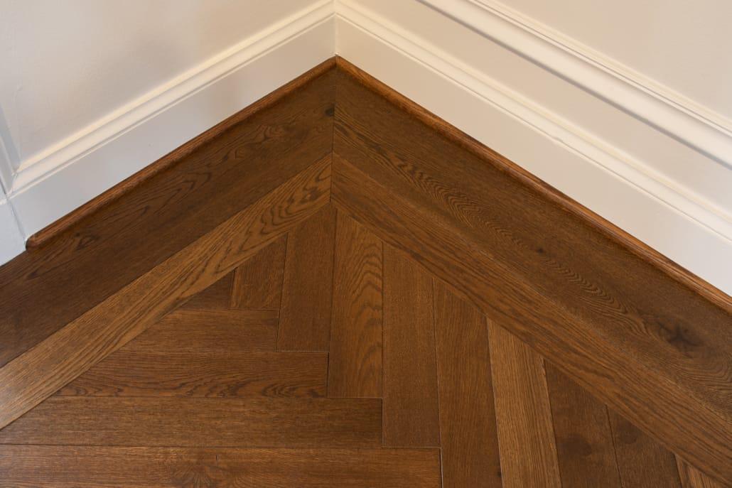 Image of Mill-finished Oak floor corner